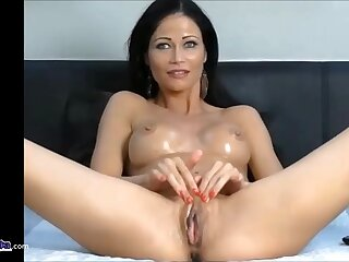 Hot sexy milf getting fucked by a fuck machine in her tight wet pussy.